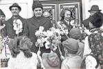 Nicolae & Elena Ceausescu cu colindatori