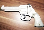 Pistol revolver cu capse