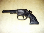 Pistol romanesc din plastic